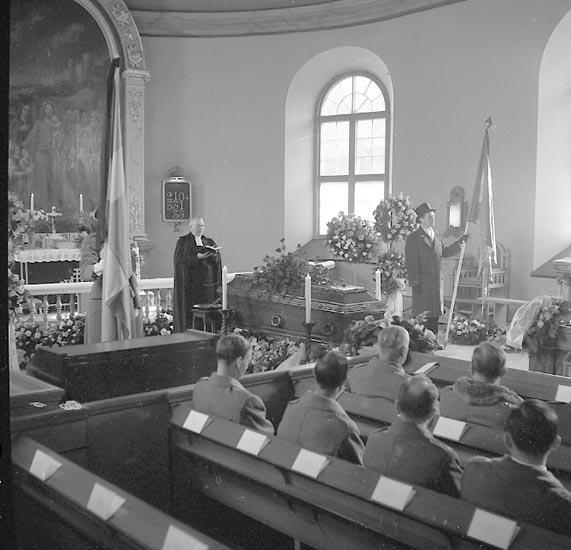 """Enligt notering: """"Begravning U-a kyrka Major Uddgrens begravning 2-4-55""""."""