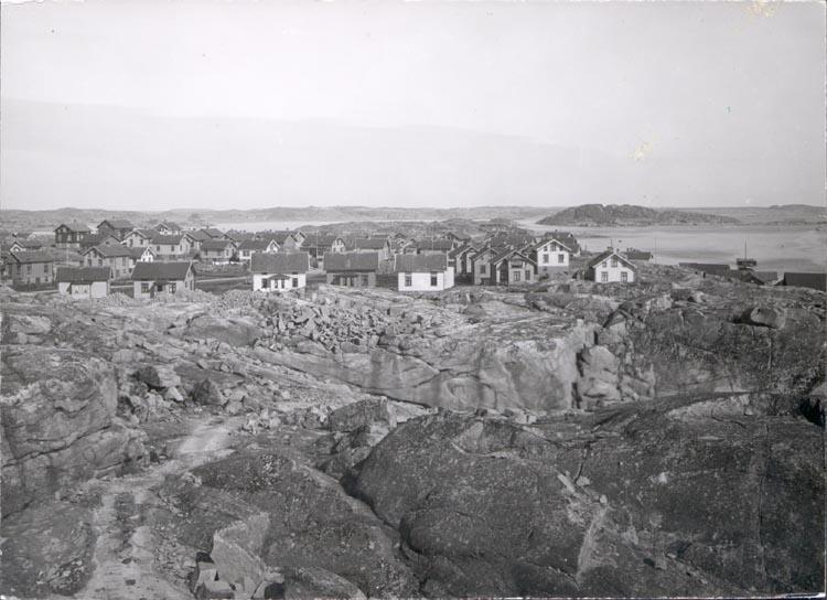 """Noterar på kortet: """"FISKETÅNGEN"""".  """"FOTO (C42) DAN SAMUELSON 1924. KÖPT AV DENS. DEC. 1958""""."""