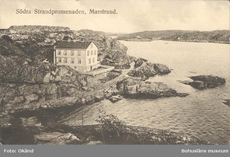 """Tryckt text på kortet: """"Marstrand. Södra Promenaden."""" ::"""