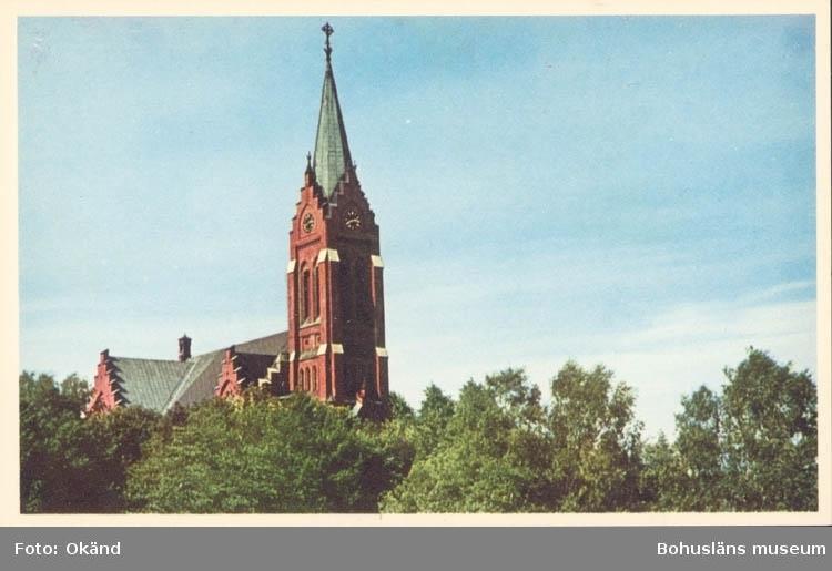 """Tryckt text på kortet: """"Mölndal. Kyrkan"""" """"Förlag: Möndals Bokhandel. Hans E. Tuvesson."""""""
