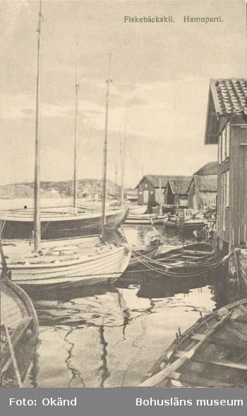 """Tryckt text på kortet: """"Parti vid Fiskebäckskil."""" """"Tekla Bengtssons Pappershandel, Fiskebäckskil."""""""
