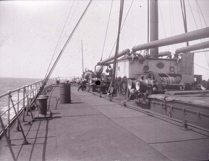 "Enligt text som medföljde bilden: ""Ångaren Australia ombord."" ::"