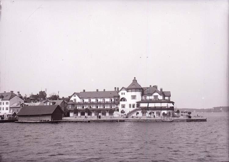"""Enligt text som medföljde bilden: """"Vaxholm. Hotellet. 1/6 05."""""""