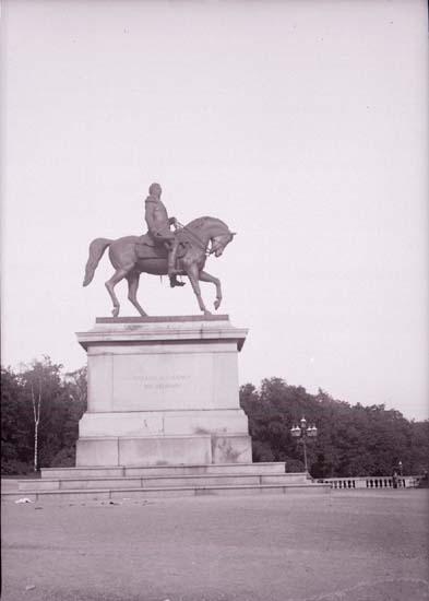 """Enligt text som medföljde bilden: """"Christiania. Karl XIV Johan staty 26/9-5/10 04."""""""