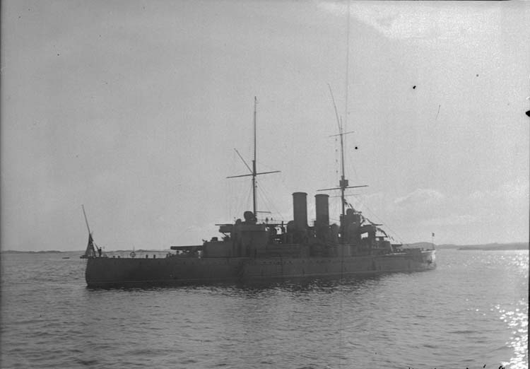 """Enligt text som medföljde bilden: """"Älfsborgsfjorden. Pansarbåten Dristigheten. Sept. 05."""""""