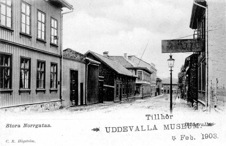 """Tryckt text på vykortets framsida: """"Stora Norrgatan.""""  ::"""