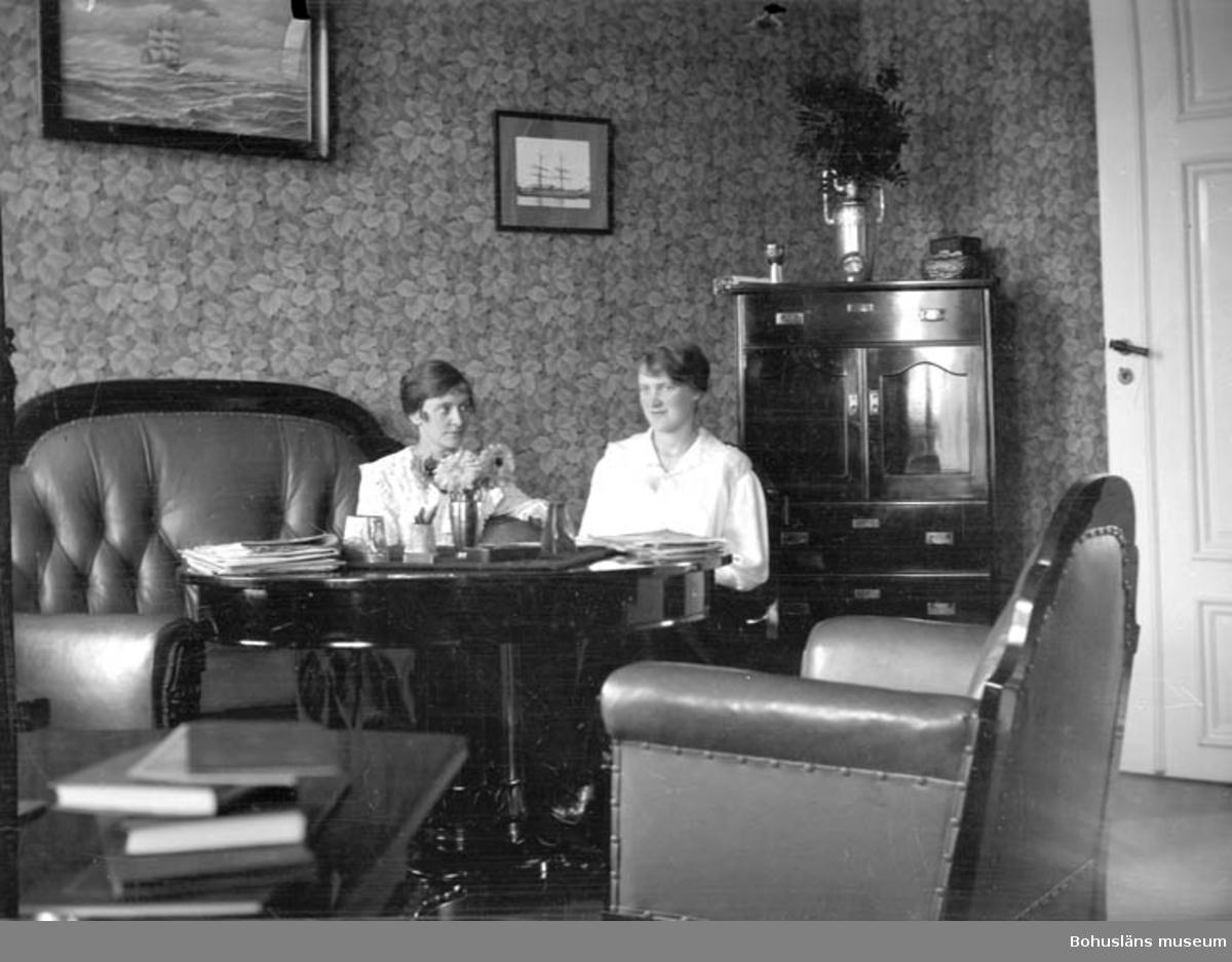 """Text till bilden: """"Kapten Pettersons hem och kontor""""."""