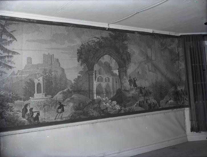 """""""1928. 13. Interiör från Löjtnant Lönners Vågsäter, tapeter."""""""