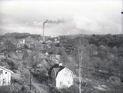 """Munkedal Samhälle fabrikssamhälle omkring 1930.""  ""Fotot"