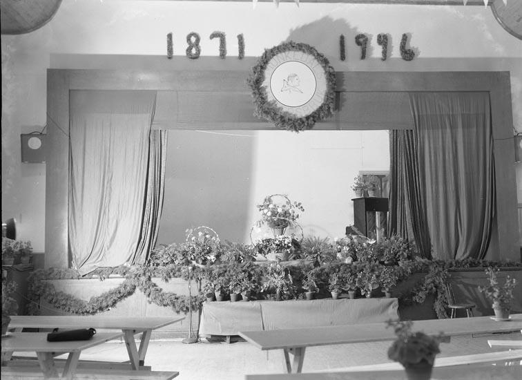 """Text som medföljde bilden: """"1946. No. 45. Dekoration vid Jubileumsfesten."""""""