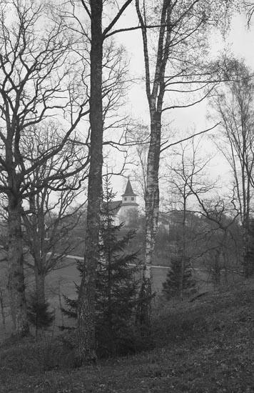 """Enligt fotografens noteringar: """"Taget omk. år 1940. Foss Kyrka från Prästgården""""."""