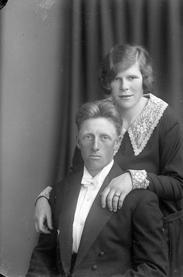 """Enligt fotografens journal nr 3 1916-1917: """"Warmark, Eva Ön"""". Enligt fotografens notering: """"Britta Warmark Ön""""."""