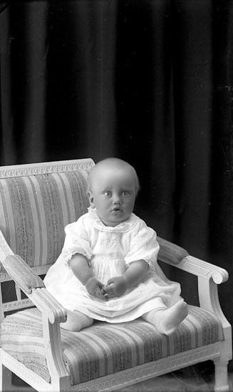 "Enligt fotografens journal Lyckorna 1909-1918: ""Arne Broms, Lyckorna""."
