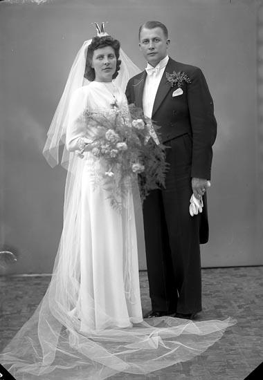 """Enligt fotografens journal nr 6 1930-1943: """"Lundberg, Köpman Holger Vikengatan 16 Karlstad""""."""