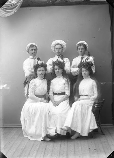 "Enligt fotografens journal nr 2 1909-1915: ""Godtemplare Lucia fäst""."