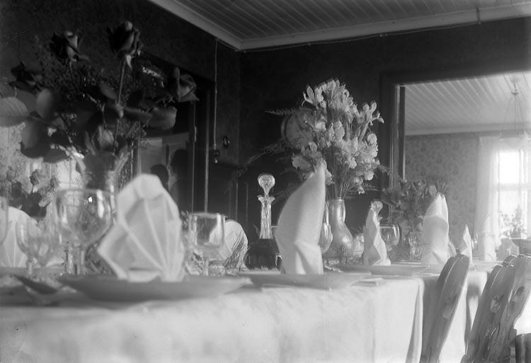 """Enligt fotografens journal 6 1930-1943: """"Enander, Herr J. B. (Diamantbrudpar) Gottskär""""."""