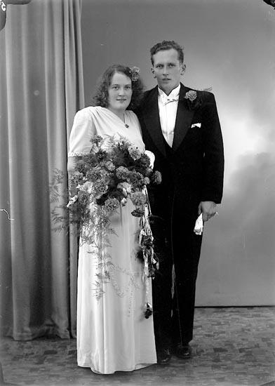 "Enligt fotografens journal nr 7 1944-1950: ""Pettersson, Herr Ivan Bleket""."