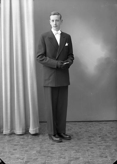 """Enligt fotografens journal nr 8 1951-1957: """"Wessberg, Ingemar Lasshammar Här""""."""