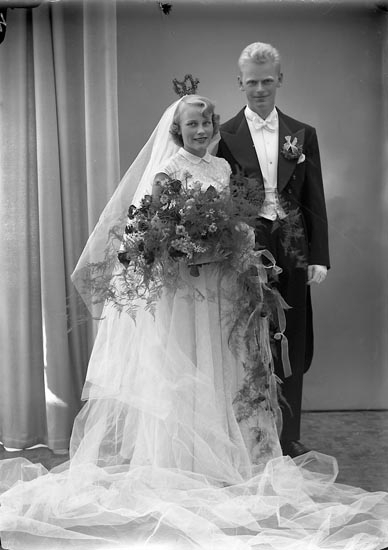 """Enligt fotografens journal nr 8 1951-1957: """"Lindqvist, Herr Sven Källsby Jörlanda""""."""
