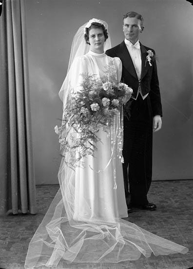 """Enligt fotografens journal nr 6 1930-1943: """"Fredriksson, Orrvar Hålkekärr Ucklum""""."""