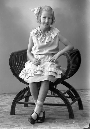 """Enligt fotografens journal nr 6 1930-1943: """"Karlsson, Marianne St. Askerön Här""""."""