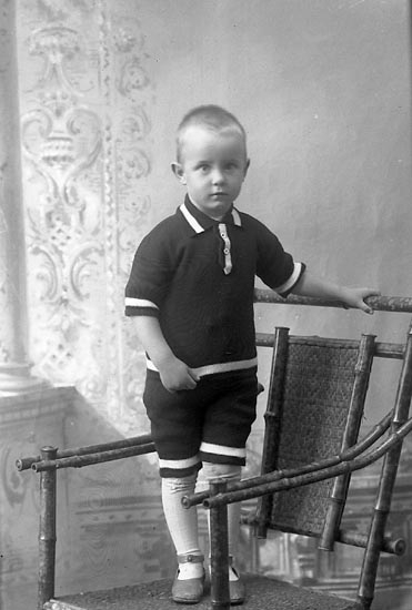 "Enligt fotografens journal Lyckorna 1909-1918: ""Andrén, Fru Hilda Pardala, Lyckorna""."