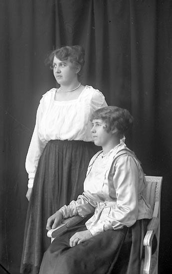 """Enligt fotografens journal Lyckorna 1909-1918: """"Theres Tobiasson Stora Hotellet Lyckorna""""."""