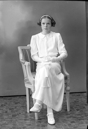 "Enligt fotografens journal nr 6 1930-1943: ""Gustafsson, Inger Svenshögen""."