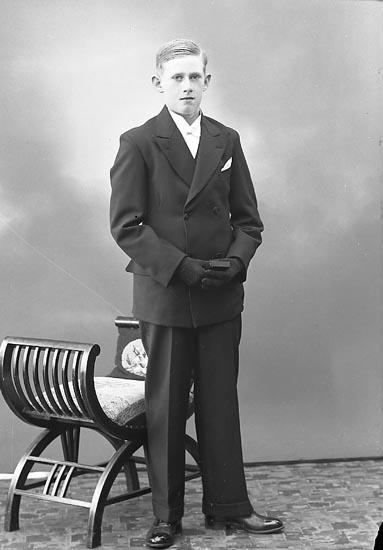 """Enligt fotografens journal nr 6 1930-1943: """"Franzen, Rune Kopper Här""""."""