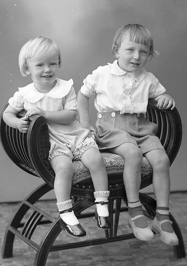 """Enligt fotografens journal nr 6 1930-1943: """"Johansson, Fru Jenny S. Houg Här""""."""