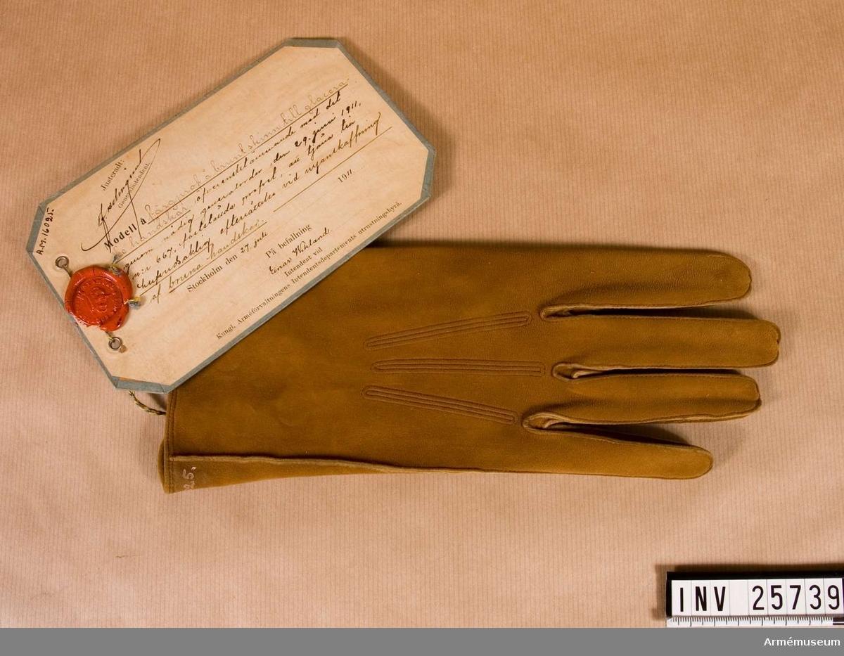 Grupp C I. Vänsterhandske till kastorhandskar att tjäna till huvudsaklig efterrättelse vid anskaffning av bruna handskar.