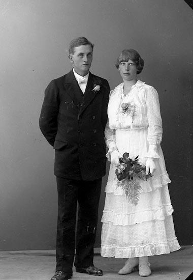 """Enligt fotografens journal nr 3 1916-1917: """"Larsson, Harald Håldalen, Här""""."""