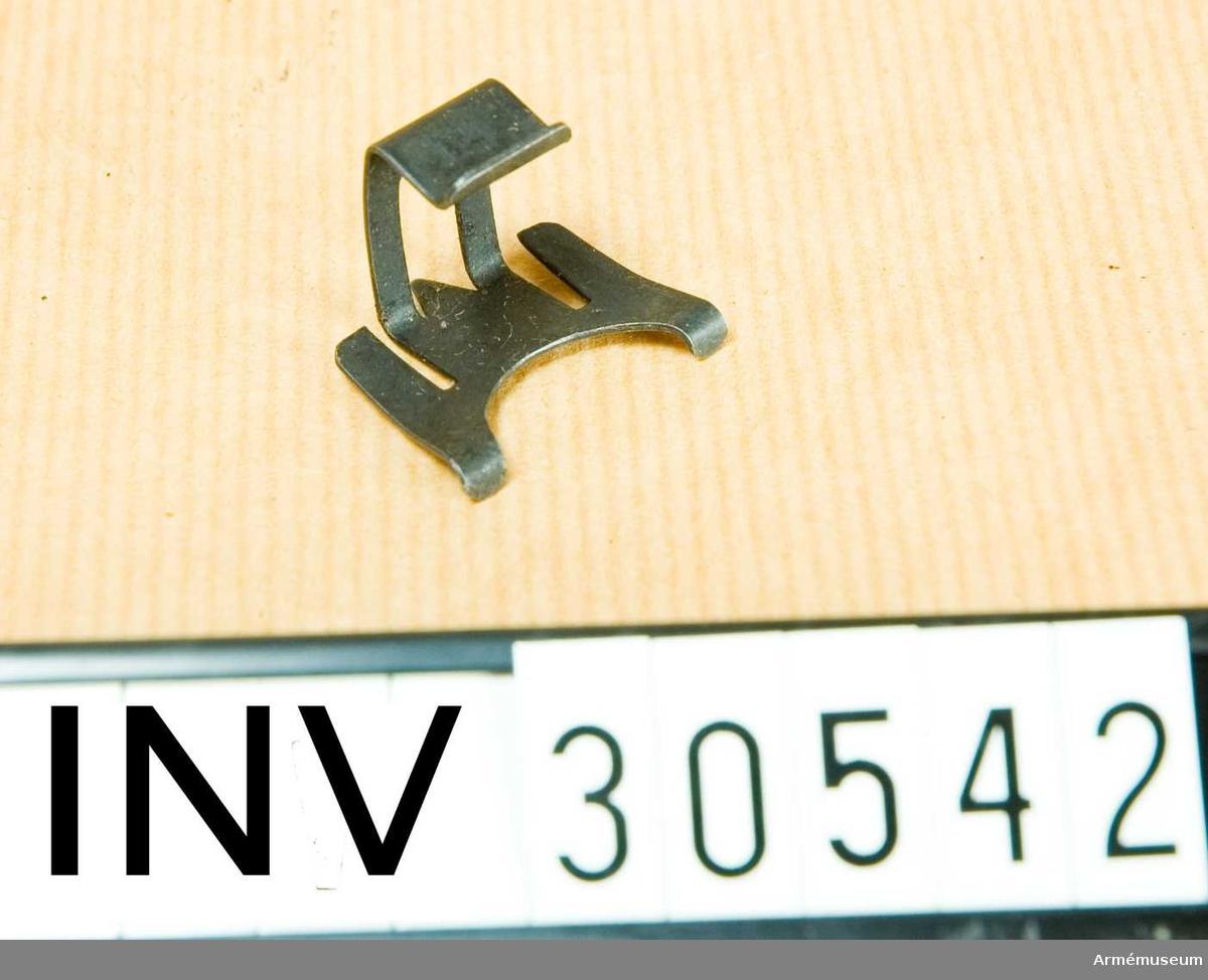 Grupp E II.  Samhörande gåva är AM.030539-AM.030543, kammarskjutningskorn.