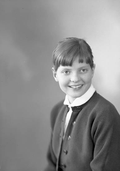 "Enligt fotografens journal nr 8 1951-1957: ""Kock, Marianne Stenungsund""."