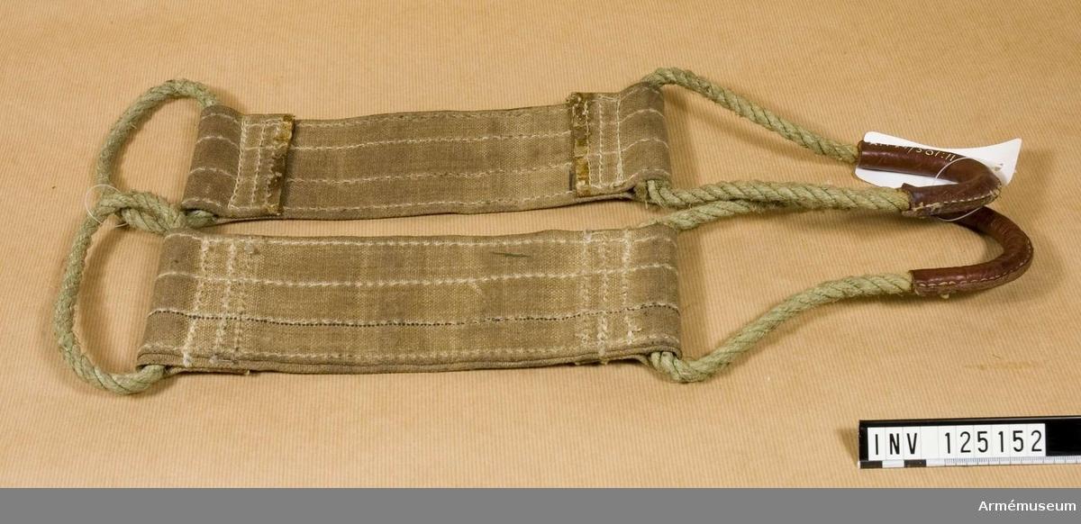 Grupp E IV. Samhörande till kulsprutan finns lavett, bandlådehållare, åtta bandlådor, tillbehörslåda med innehåll, vattenlåda, riktpunkt med tillbehör, pipa i fodral, fyra pipor i trälåda, ångslang, bärband, manteltätare.