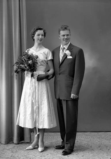 "Enligt fotografens journal nr 8 1951-1957: ""Lindberg, Ingeniör B., Ön, Stenungsund""."