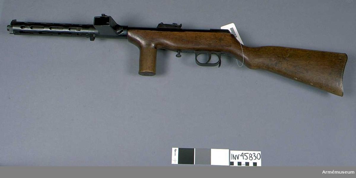 Grupp E IV. Kulsprutepistol m/1941-44, Spanien. Typ Bergman-Bayard. Kaliber  9 mm. Tillverkningsnummer F 4360.