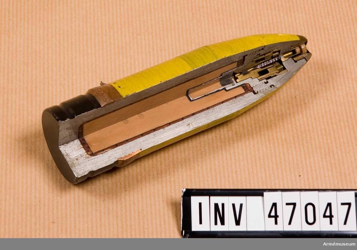 Grupp E V. Enligt ritning nr 89596.-ord 30411. Spetsrör enligt ritning nr 70387.-ord 31138.  Bofors.