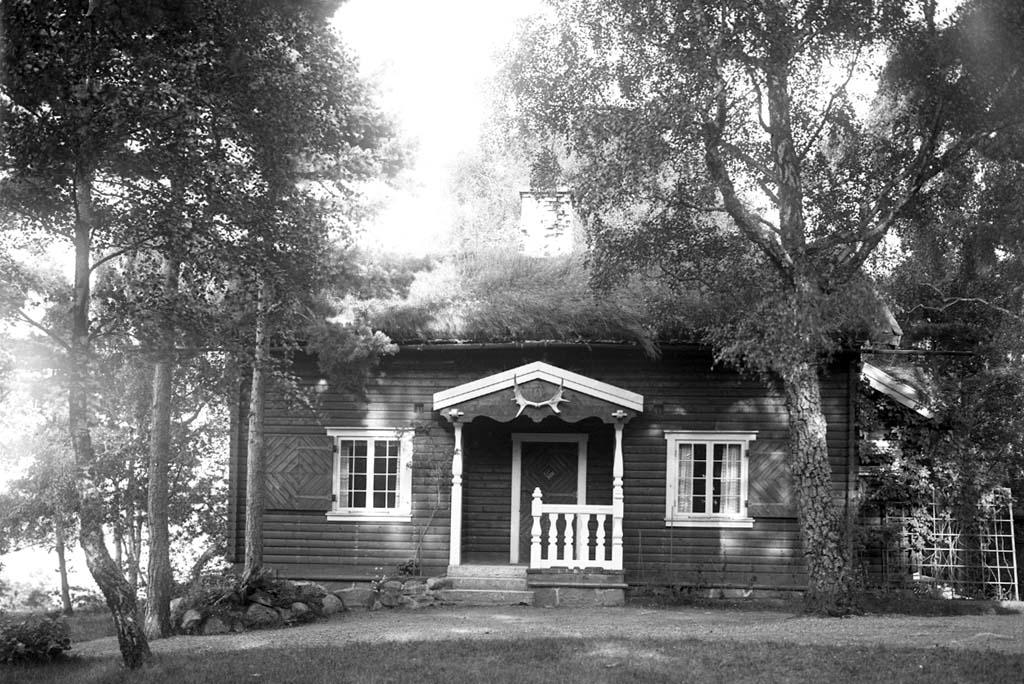 """Enligt fotografen: """"Okt 1923 Konsul Aspegrens villa Stenungsön""""."""