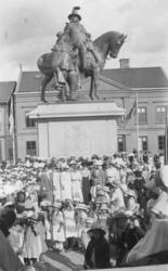 Invigning av dubbelstatyn på Kungstorget i Uddevalla