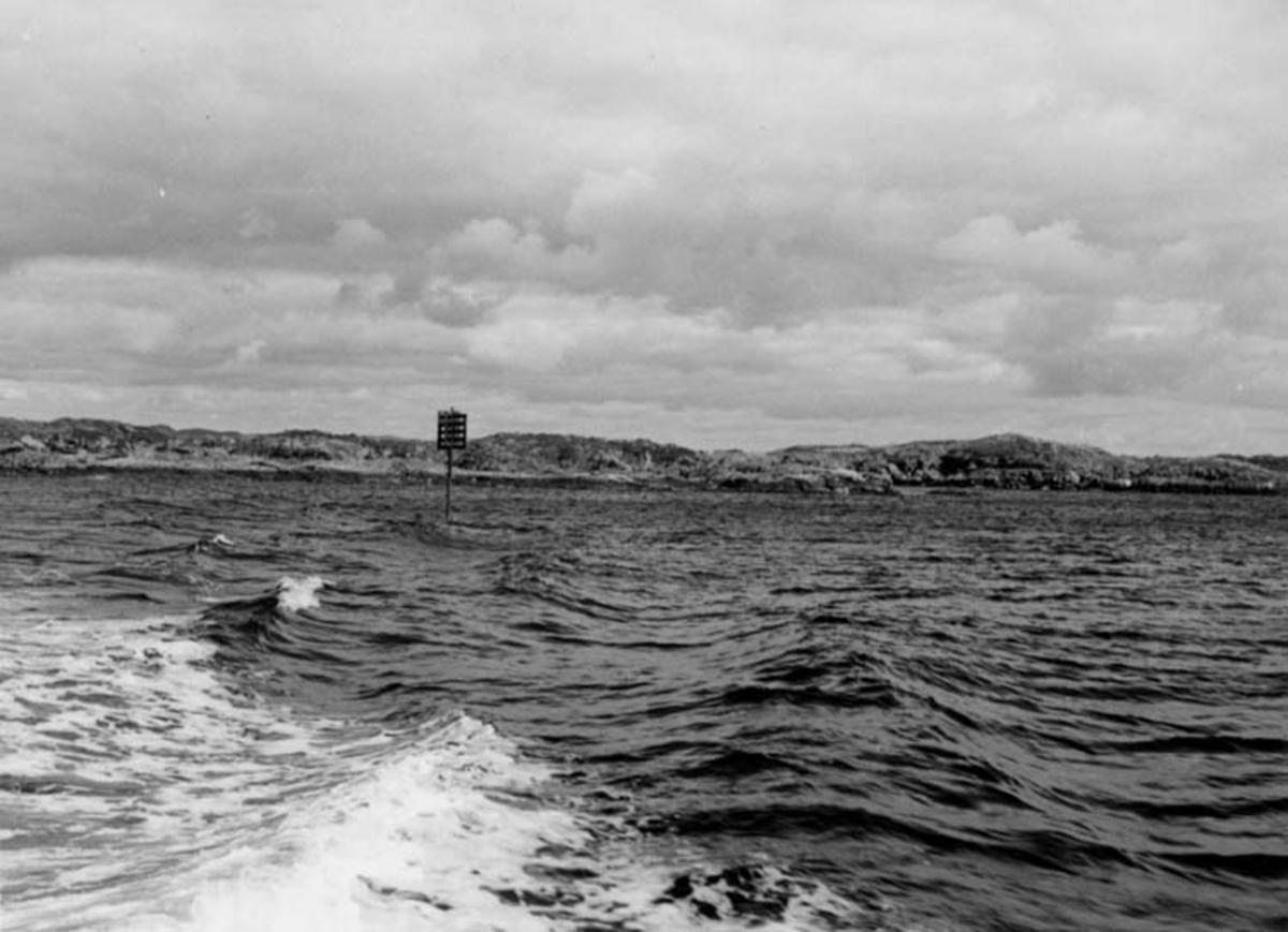 Skrivet på baksidan: Sømark ved Feøy Haugesund - Utsira 19/8 1967 Fotograf: Henning Henningsen Fotot taget: 1967-08-19