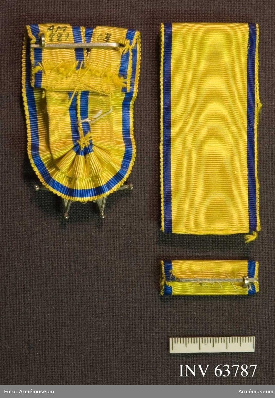 Grupp M II. Band till Svärdstecken, gult med smal mörkblå rand.