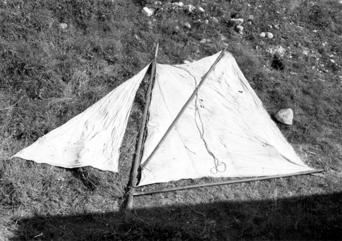 Skrivet på baksidan: Rigg av baret dysebåt Foto 1961