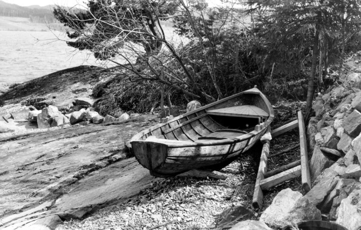 Skrivet på baksidan: Randsfjorden 1965 Båt byggd - på javnaker av