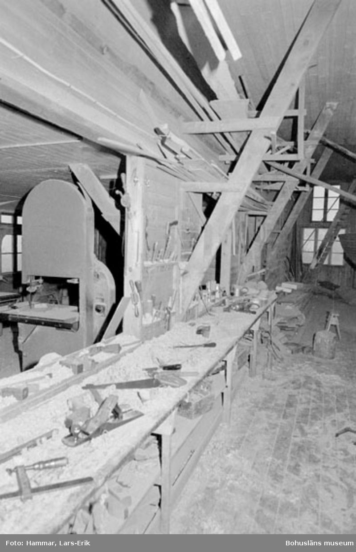 """Motivbeskrivning: """"Båtbyggare Gösta Johansson, Kungsviken,Orust."""" Datum """"19780906"""""""