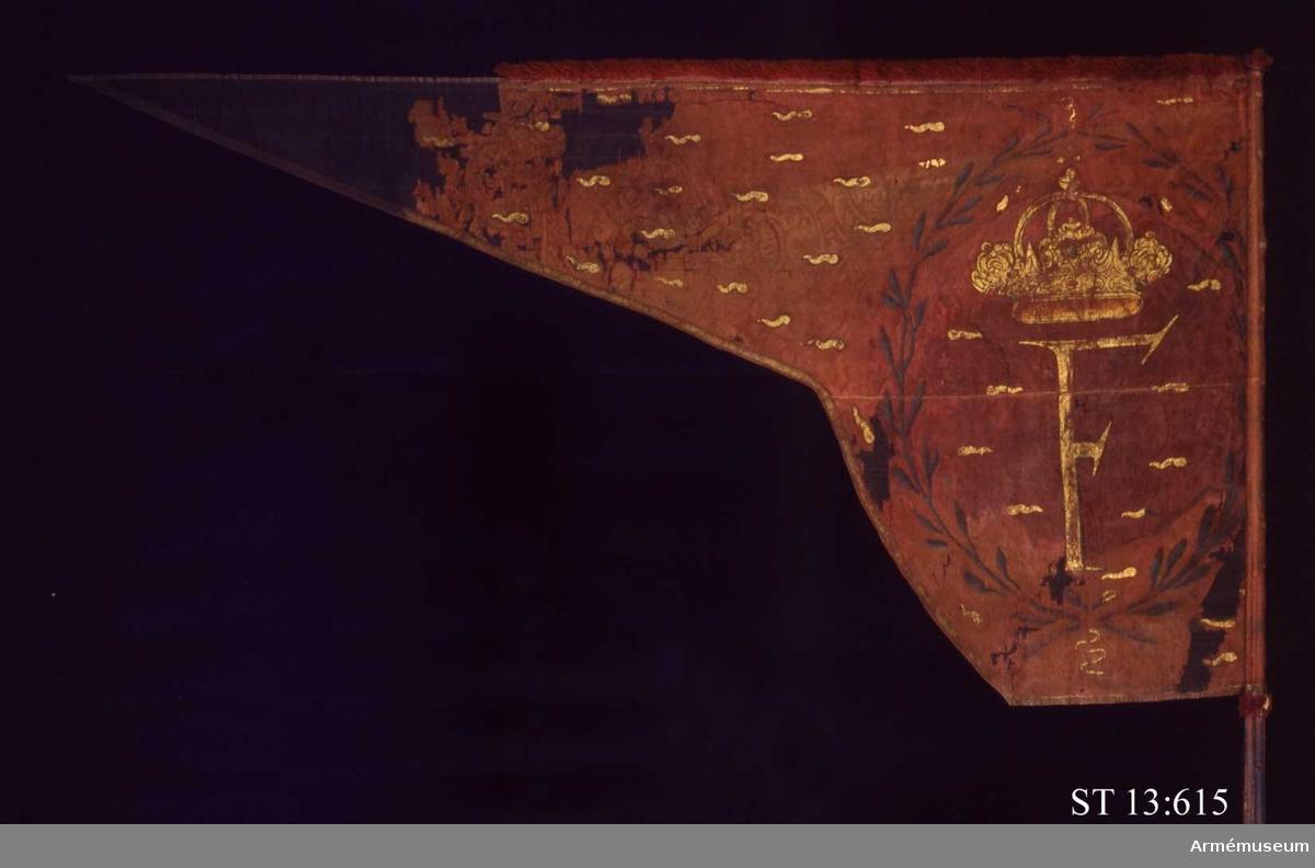 Inre sidan: Medaljong med emblematisk bild av ett skepp på stapelbädd, ankare och fana. Släkten Draghis vapen i tungspetsen, en drake med tre gyllene kulor. Över duken strödda flammor. Yttre sidan ett krönt F, omgivet av två ned- och upptill korsade lagerkvistar. Strödda flammor.