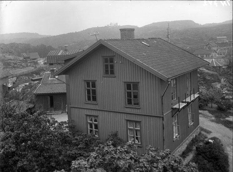 """Enligt tidigare noteringar: """"Bostadshus vid Samnerödsvägen, tillhörde Uddevalla Tändsticksfabrik."""""""