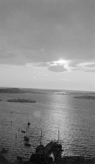 Enligt senare noteringar: Solnedgång från Korpåsberget. 13 Augusti 1919.