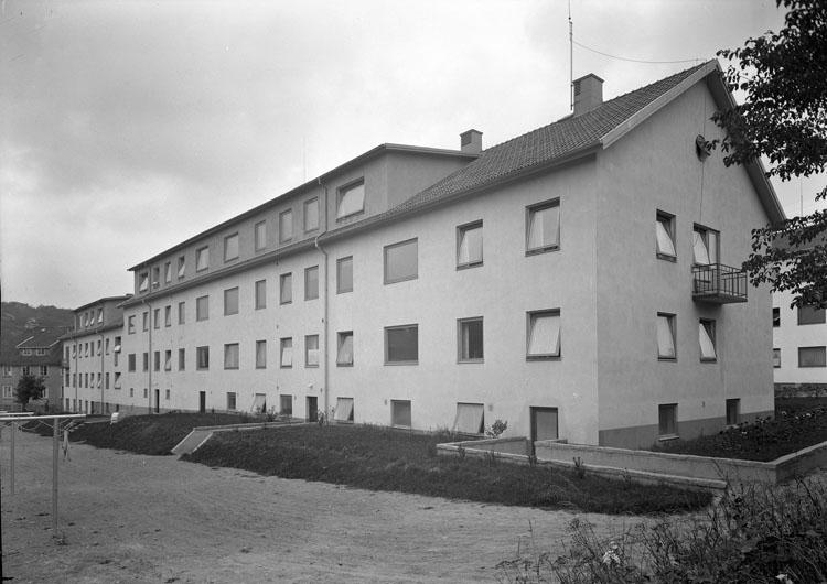 """Uppgift enligt fotografen: """"Uddevalla. Fastighet. Byggm. Gamelius."""""""