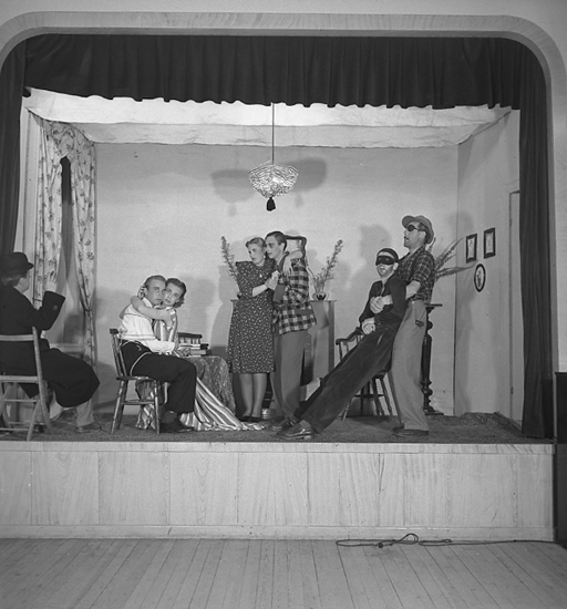 "Text till bilden: ""Göteborgs Studenternas engelska kurs. Teater. 1946.07.12""."